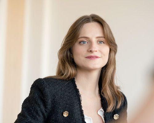 Anne-Audrey Yvon, Consultante
